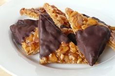 Chocolate-dipped-florentine-shortbreads - I wonder if I can roll these & fill with a mocha cream? Greek Sweets, Greek Desserts, Köstliche Desserts, Chocolate Desserts, Delicious Desserts, Dessert Recipes, Greek Cookies, Kebab, Sweets Cake