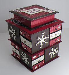 leuk om kleine verassingen in de stoppen voor de klas. Is ook super gemakkelijk als in kleding voor een thema. In elk doosje stop je een voorwerp dat linkt naar het thema of uitleg geeft over het thema. De doos zelf kan je nog bij versieren naar het thema. Ook leuk als advent toren.