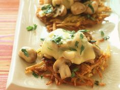 Rösti with mushrooms and gratinated with cheese is a recipe with fresh ingredients from the category root vegetables. Try this and other recipes from EAT SMARTER! Easy Appetizer Recipes, Yummy Appetizers, Veggie Recipes, Vegetarian Recipes, Cooking Recipes, Tapas, Sausage Appetizers, Slow Food, Food Inspiration