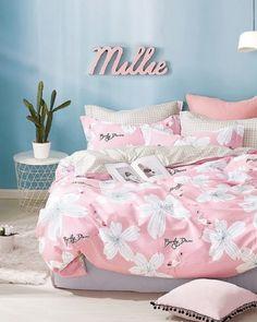 kvalitna-obojstranna-navliecka-na-postel-ruzovej-farby-s-motivom-kvetov Comforters, Blanket, Bed, Home, Creature Comforts, Quilts, Stream Bed, Ad Home, Blankets