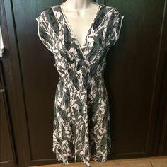 Gray & white flower v Shape dress. new condition. Grey & white flower v Shape dress. Like new condition. Dresses Midi