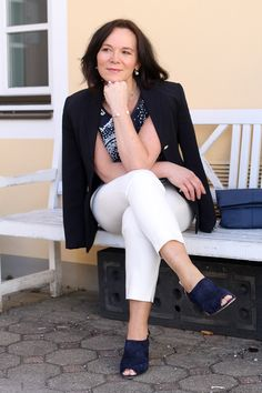 Classic springlook in navyblue and white