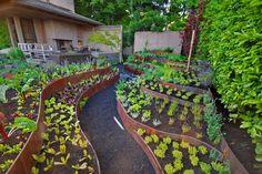 Garden Types Garden Edging How To Do It Like A Pro im garten integrieren Steep Backyard, Backyard Garden Landscape, Hillside Landscaping, Modern Landscaping, Terrace Garden, Landscaping Rocks, Sunken Garden, Herb Garden, Modern Backyard