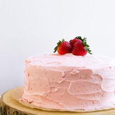 Twinkie Bundt Cake - Trending Recipes Strawberry Cake From Scratch, Homemade Strawberry Cake, Strawberry Sauce, Strawberry Cakes, Strawberry Recipes, Strawberry Wedding, Chocolate Strawberry Cake, Strawberry Shortcake, Chocolate Cake