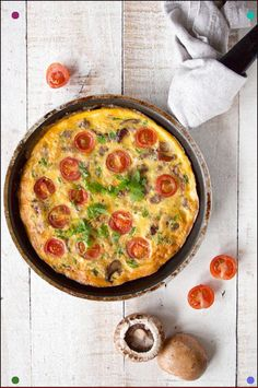 English breakfast (Almost) all wonderful ingredients of a true fry-up rolled into one easy-to-eat dish. Say hello to the English Breakfast Frittata. Healthy English Breakfast, Gluten Free Recipes For Breakfast, Sweet Breakfast, Bacon Recipes, Quick Recipes, Brunch Recipes, Keto Recipes, Breakfast Frittata