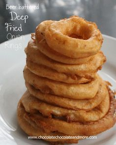 Easy Beer Battered Onion Rings I doubled this batter and ended up with a very liquidy batter. So I added a cup of cornmeal and it was perfect. We fried some onion rings and haddock and it was a light crispy batter. My Recipes, Cooking Recipes, Favorite Recipes, Onion Recipes, Muffin Recipes, Cake Recipes, Tapas, Beer Battered Onion Rings, Nigella Lawson
