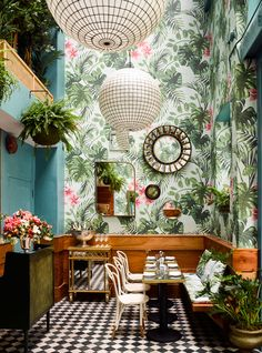 Tropical Wallpaper, DIY Brush Lettering and Have a Happy Weekend! We love Leo's Oyster Bar in San Francisco with its botanical wallpaper. Amazing by Ken Fulk Interior Design. Interior Tropical, Tropical Decor, Tropical Design, Tropical Style, Palm Beach Decor, Botanical Interior, Tropical Homes, Botanical Decor, Tropical Colors