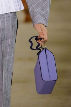 We love the playfulness the detachable zigzag shoulder strap adds to this Roksanda bag.