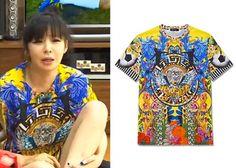 """Park Bom on """"Roommate"""" Episode 8.  Versace Loves Brazil T-Shirt #Roommate #룸메이트 #ParkBom #박봄"""