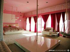 The-stripper-pole-inside-the-pink-bedroom.jpg (554×415)