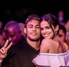 Ronaldo Football, Messi And Ronaldo, Football Soccer, Neymar Jr, Bruna Marquezine And Neymar, Dani Alves, Skirt Mini, Cute Eyes, Iconic Women