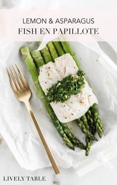 Lemon Asparagus Fish En Papillote This lemon and asparagus fish en papiollote or fish in parchment served with a bright lemon herb sauce is a fresh healthy dinner thats b. Good Healthy Recipes, Easy Healthy Dinners, Easy Dinner Recipes, Weeknight Dinners, Amazing Recipes, Healthy Eats, Delicious Recipes, Lemon Asparagus, Lemon Herb