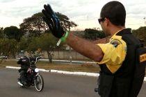 Secretaria de Turismo e Detran participam do Brasília Moto Capital - http://noticiasembrasilia.com.br/noticias-distrito-federal-cidade-brasilia/2015/07/23/secretaria-de-turismo-e-detran-participam-do-brasilia-moto-capital/