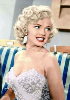So feminine and womanly Miss Marilyn Glows!⭐