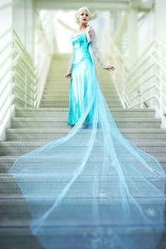 The train on this Elsa dress is fantastic! - 10 Elsa Cosplays