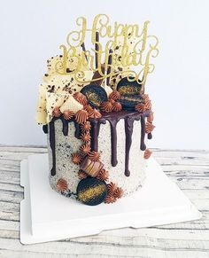The most incredible Oreo chocolate drip cake Pretty Cakes, Beautiful Cakes, Amazing Cakes, Nake Cake, Chocolate Drip Cake, Chocolate Party, Chocolate Drizzle, Chocolate Chips, 18th Cake