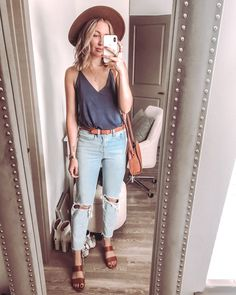 What to wear in Florida in the fall - navy tank with busted knee mom jeans (wedgie Levi's), a cognac panama hat, cognac belt, cognac crossbody bag and cognac sandals Source by savvycamel outfits Mom Jeans Outfit Summer, Summer Outfits For Moms, Outfit Jeans, Mom Outfits, Casual Summer Outfits, Jean Outfits, Spring Outfits, Cute Outfits, Fashion Outfits