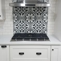 The Do's And Don'ts Of Tile Backsplash Kitchen Diy Budget 81 Kitchen Buffet, Kitchen Shelves, New Kitchen, Kitchen Decor, Awesome Kitchen, Beautiful Kitchen, White Kitchen Backsplash, Kitchen Tiles, Kitchen Design