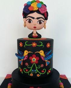 Lindo bolo Frida via Pinterest. #ideiasdebolosefestas #frida #festafrida #bolofrida