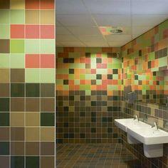 Renovatie jaren 60 badkamer Emmeloord: tegels op de vloer zijn van ...