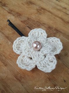 Using this free pattern, you can make heaps of these dainty flowers from crochet thread, and pin them all over your hair!