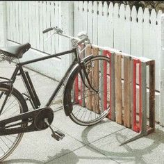 Pallet Furniture Projects 14 Ways of Reusing Old Wooden Pallets As Bike Racks - Bike storage can be challenging. Check out these 14 Ways of Reusing Old Wooden Pallets as Bike Racks to solve your bike-storage woes! Pallet Bike Racks, Diy Bike Rack, Bike Storage Rack, Bicycle Rack, Bicycle Stand, Bike Racks For Garage, Bike Stand Diy, Bike Stands, Bike Holder