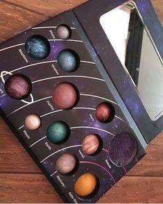 Cosmic colors in this stunning palette 🎨 Mark a friend Ÿ . - Make Up Lieferungen - Eye-Makeup Skin Makeup, Eyeshadow Makeup, Makeup Cosmetics, Beauty Makeup, Eyeliner, Mac Makeup, Makeup Kit, Natural Eyeshadow, Makeup Stuff