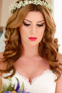 Smoky eyes and strong lips for a super glam bride. Makeup by Moi x