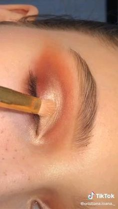 Simple Eyeshadow Tutorial, Makeup Looks Tutorial, Smokey Eye Makeup Tutorial, Eyeliner Tutorial, Cut Crease Eyeshadow, Eyeshadow Makeup, Easy Eyeshadow, Eyeshadow Tutorials, Makeup For Hooded Eyelids