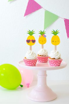 'Party like a Pineapple' Party Ideas + FREE printables Diy Party Crafts, Craft Party, Birthday Party Decorations, Party Favors For Kids Birthday, 1st Birthday Parties, 2nd Birthday, Moana Birthday, Themed Parties, Birthday Ideas
