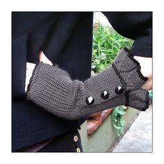Ravelry: Belle Ruffle Gloves pattern by Veronica O'Neil @Christina Mercado --sooo you...