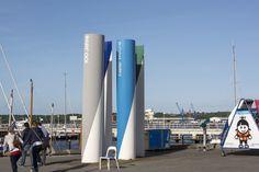 #Kiel Eine besondere grafische Wirkung hat das Kieler-Woche-Objekt, das 1982 anlässlich der 100-Jahr-Feier der Kieler Woche aufgestellt wurde. Jahr für Jahr werden Designer aus aller Welt mit der Gestalt...