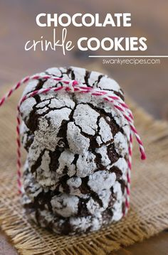 Chocolate Crinkle Cookies - Fudgy brownie-like chewy chocolate cookies with a soft center that crumblesin your mouth. #chocolate #holidaycookies