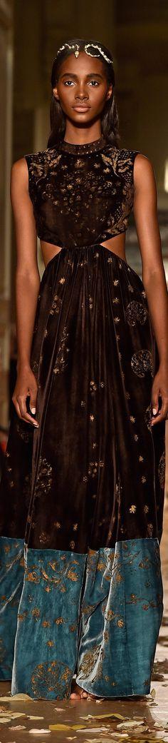 Valentino spring 2016 Couture #highfashion #inspiration #moderndesign luxury design, luxury, fashion. Visit www.memoir.pt