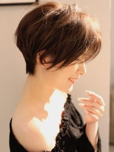 Get Some Inspiration from Anne Hathaway's Short Hair – Hair Styles Short Brown Hair, Short Hair Updo, Girl Short Hair, Wavy Hair, Short Blonde, Hair Color Balayage, Blonde Balayage, Short Hair Styles Easy, Short Hair Cuts