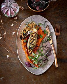 Bewaar recept lactosevrij, veganistisch witlof met romescosaus en geroosterde hazelnoot aantal 4 | voorgerecht | feestelijk, kerst | hollands | Net zo lekker, elegant, bijzonder en verrassend als je gewend bent met kerst, maar nu eens helemaal vegan! Wij laten zien dat koken zonder vlees of vis heel uitdagend kan zijn. Proef het bittertje in … Veggie Recipes, Food Inspiration, Foodies, Tacos, Veggies, Mexican, Ethnic Recipes, Normandie, Vegetable Recipes