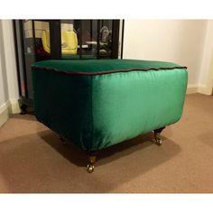 Finally it's done!  My mum is absolutely amazing and so patient!  It turned out to be real magic!   #upholstery #upholsteredbench #dedar #dedarmilano #dedarmilanofabrics #splendidomalachite #beautiful #furniture #tlc #diy #interiordecor #bench by aurute