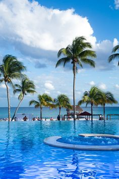 The sun is out, #BeachTime is here!!  #AzulFives #KarismaExperience. #Mexico #Beach #Fun #JoyOfTravel #Family