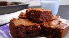 Fudgy Quinoa Brownies @www.poorgirleatswell.com