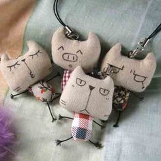 mini softie kitties as charms tiny stuffed critters as pendants on softie jewellery :) making it from reflector fabric to wear. mini cats and monsters Cat Crafts, Sewing Crafts, Diy And Crafts, Sewing Projects, Fabric Toys, Fabric Scraps, Softies, Sock Dolls, Fabric Animals