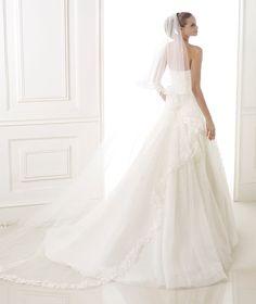 Pronovias presents its V-2824 bridal veil.   Pronovias