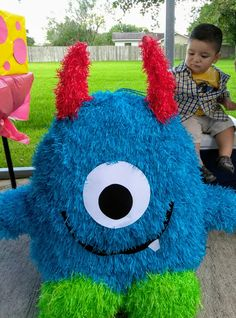 Mini monster piñata