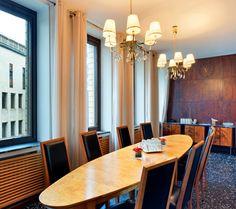 Original Sokos Hotel Vaakuna, Helsinki. Pieni ja viehättävä kabinetti Huttunen toimi hotellin ensimmäisellä vuosikymmenellä eli 1950-luvulla parturi-kampaamona.