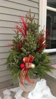 Best Ideas For Outdoor Christmas Container Gardens Outdoor Spaces Anything and everything you could ever imagine in the region of Chirstmas holiday decorations. You're able to locate all our Christmas creations HERE! Outdoor Christmas Planters, Christmas Urns, Outdoor Christmas Decorations, Christmas Centerpieces, Winter Christmas, Christmas Home, Winter Porch, Outdoor Pots, Christmas Greenery