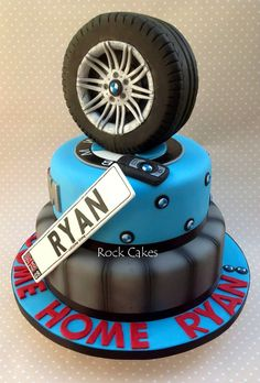 Beamer cake BMW - Do you think Ryan got a new BMW for this party, or was simply an enthusiast? Bmw Torte, Fondant Cakes, Cupcake Cakes, Bmw Cake, Tire Cake, Motorcycle Cake, Truck Cakes, Car Cakes, Sculpted Cakes
