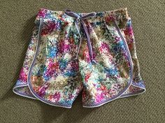So who can sew and wants to make me some of these awesome shorts?! Tulip Shorts.  Free tutorial.  DIY.