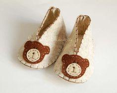 Felt+shoes,+bear,+brown,+clothing,+baby,shoes,++de+federica+creation+por+DaWanda.com
