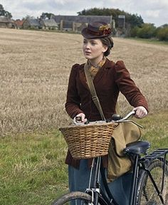 List of movies and television series set during the First World War era. The best period dramas, films, TV shows that take place during WWI. Best Period Dramas, Period Drama Movies, Amazon Prime Movies, Amazon Prime Video, Netflix Movies, Movie Tv, Lark Rise To Candleford, British Costume, Land Girls