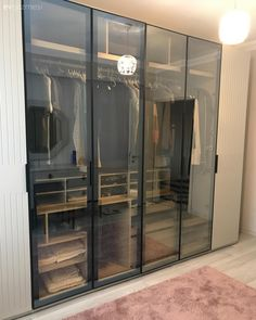 Bu Ev Çok Çaba Göstermeden Tarz Sahibi ve Şık Walk In Closet Design, Wardrobe Design Bedroom, Wardrobe Furniture, Closet Designs, Closet Bedroom, Dressing Room Closet, Dressing Room Design, Bag Closet, Dressing Rooms