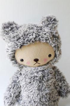 Doudou+ours+en+peluche+kawaii+moucheté+gris+et+blanc+par+bijoukitty